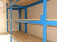 コンテナ部室の棚